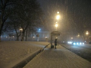 Пустая зимняя остановка