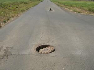 Открытый люк в военном городке ЖК Суворовского
