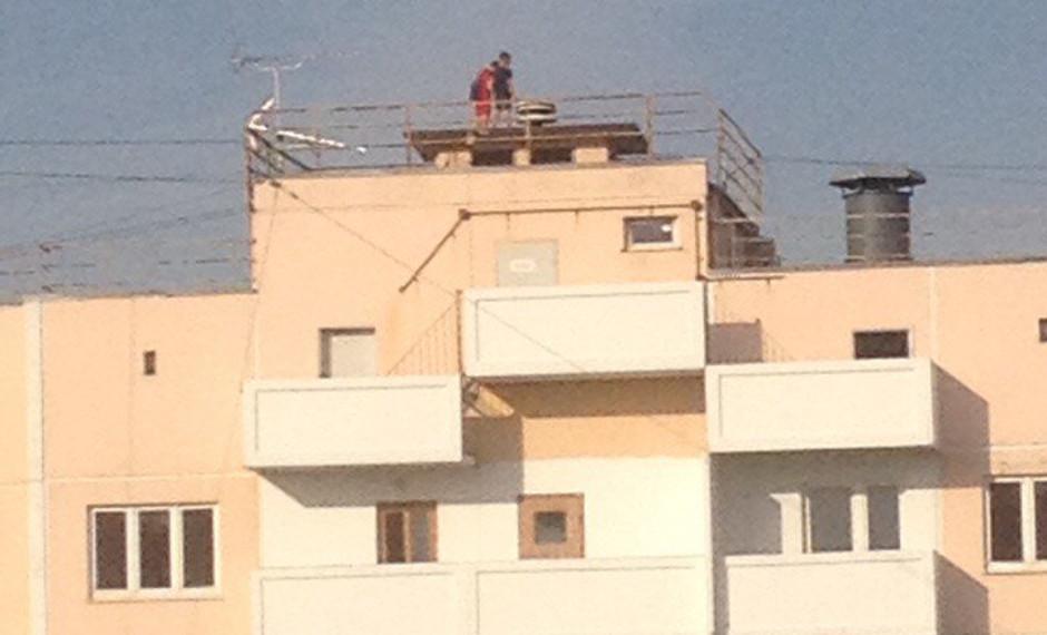 Подростки на крыше ЖК Суворовского