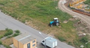 Косят амброзию в 140-ом военном городке ЖК Суворовского