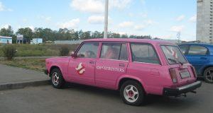 Розовая машина в ЖК Суворовском