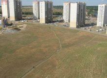 Тропинки на поле в 140-ом военном городке ЖК Суворовского