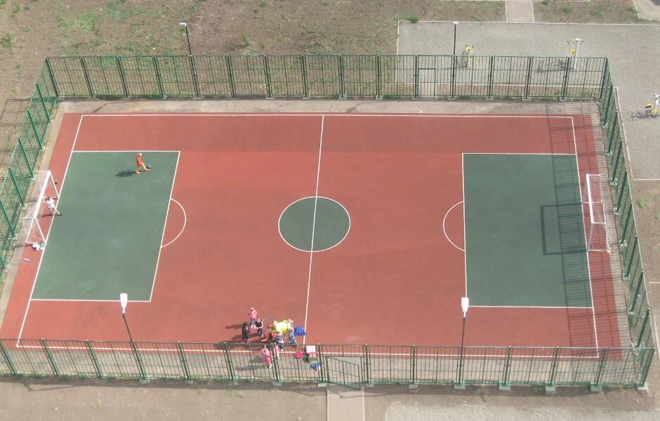 Поле для игры в футбол в ЖК Суворовском