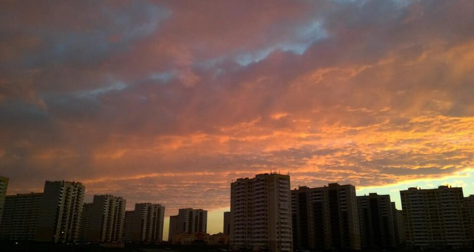 Красивый закат в ЖК Суворовском