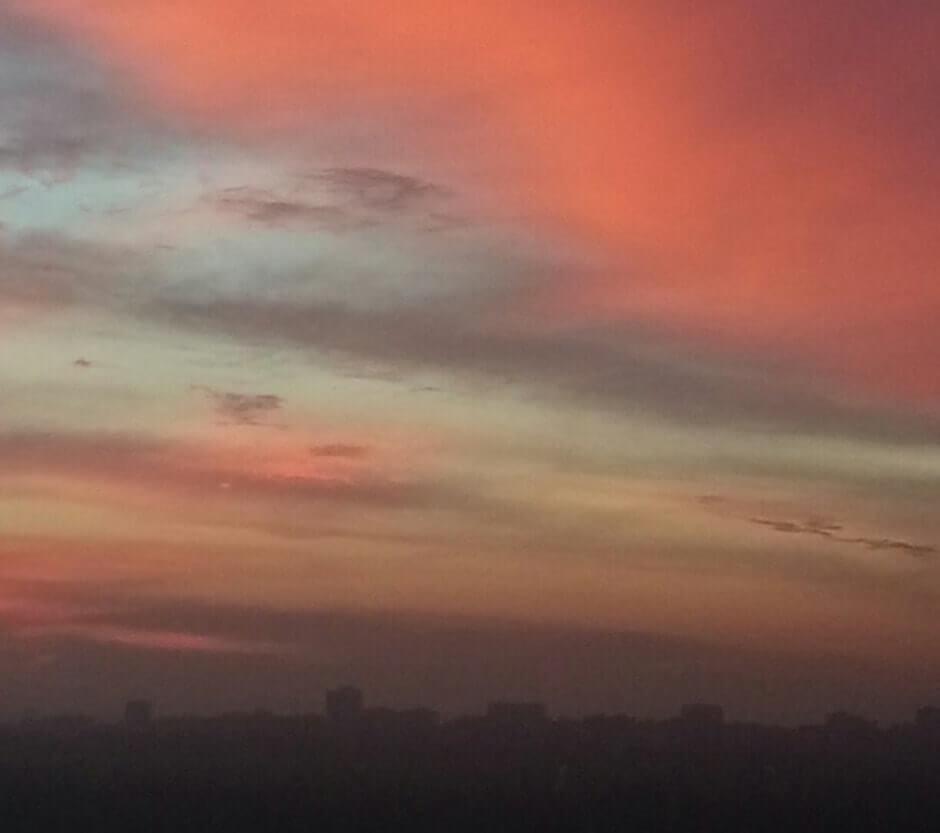 Розовое небо над ЖК Суворовским. Вид 2.