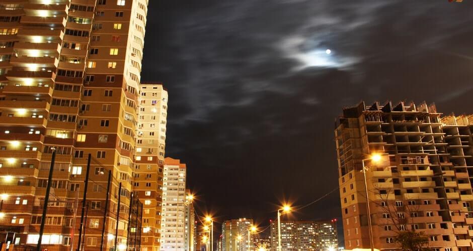 Ночной вид на ул. Петренко в ЖК Суворовском