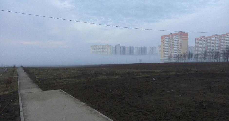 Туман стелется по земле
