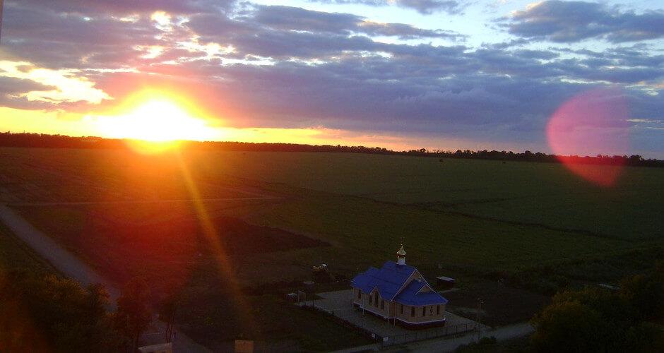 Закат над храмом в ЖК Суворовском