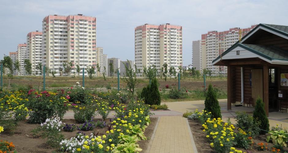 Храмовый огород и двор