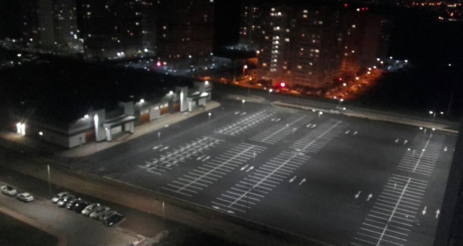 Парковка возле нового ТЦ в ЖК Суворовском