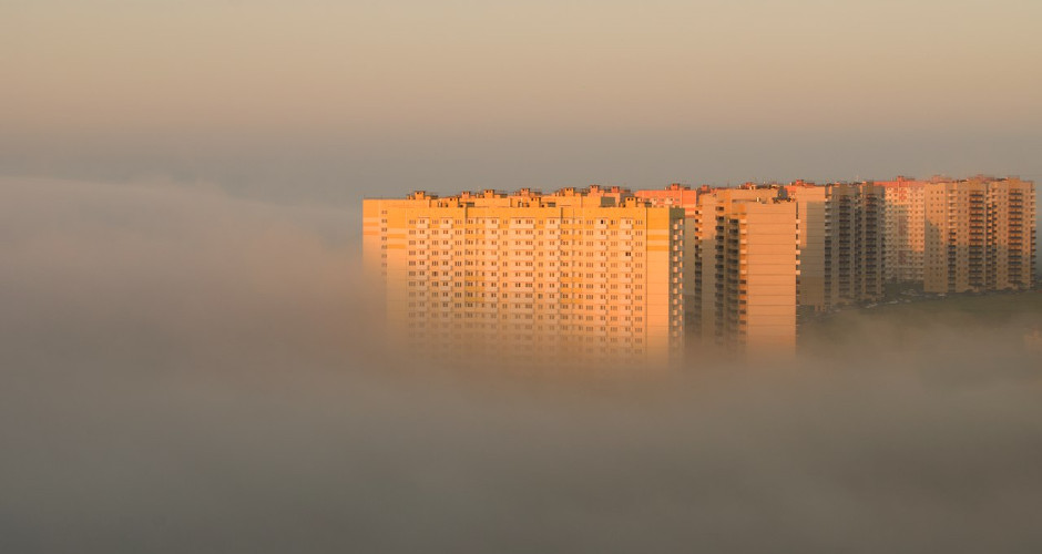 Дома ЖК Суворовского в тумане