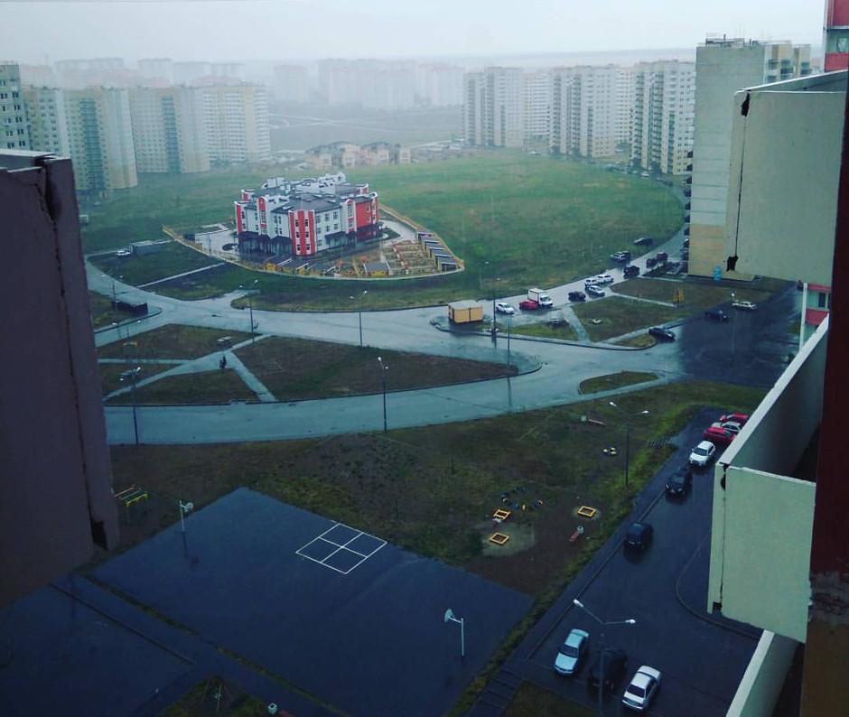 Вид на второй детский сад Суворовского после дождя