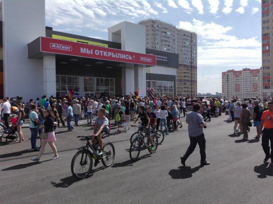 Вход в ТЦ Суворовский