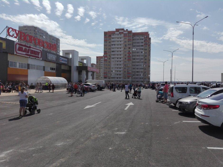 Общий вид на новый ТЦ Суворовский