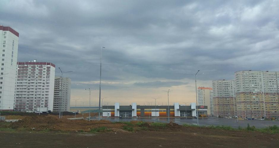 Общий вид на торговый центр в ЖК Суворовском