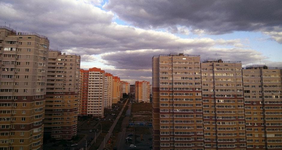Вид на ул. Петренко в ЖК Суворовском осень 2017 год