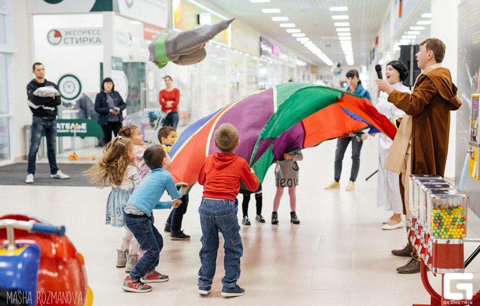 Дети играют в ТЦ Суворовский