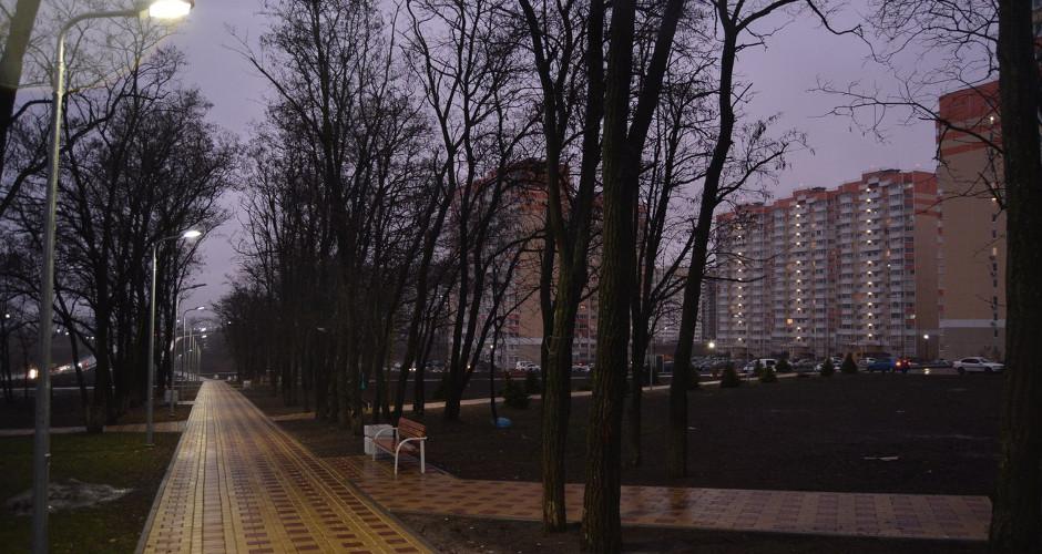 Мокрые прогулочные дорожки в ЖК Суворовском
