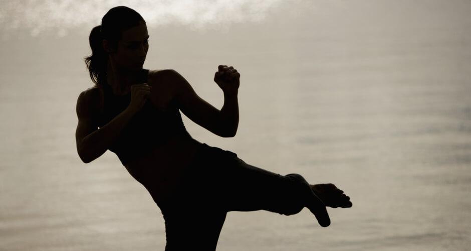 Женская самооборона в спортивном клубе Суворов