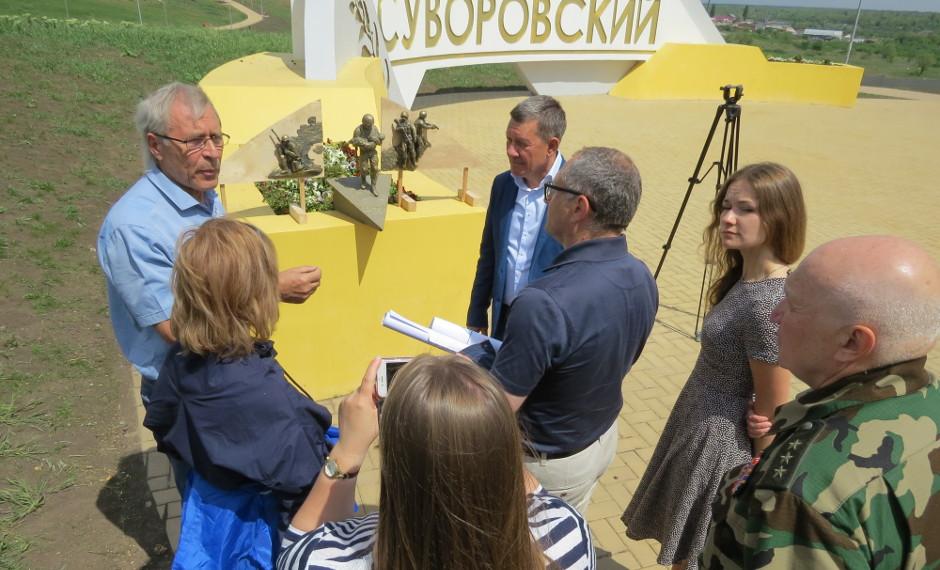 Памятный камень в парке 70-летия Победы в жилом районе «Суворовский». Разговор с архитектором.