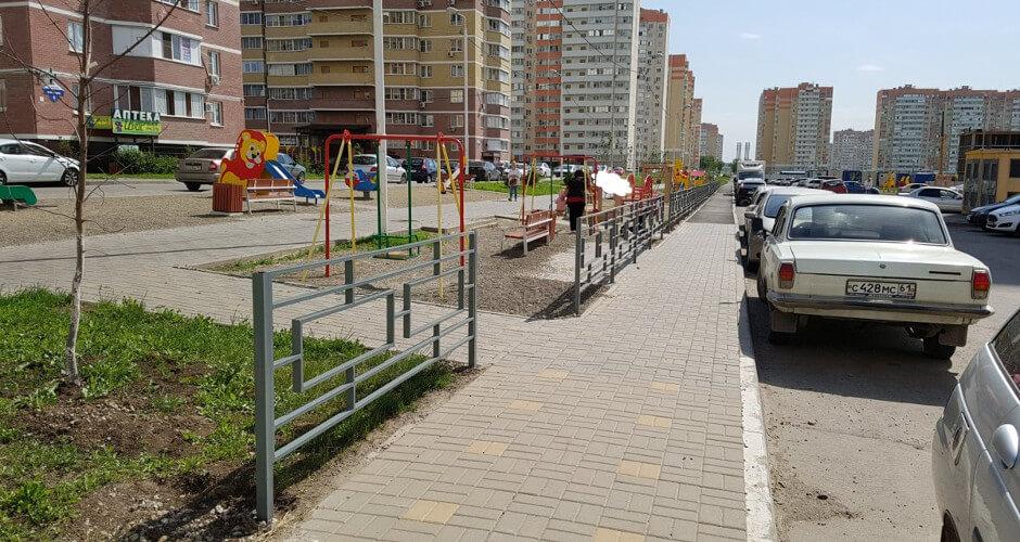 Безопасные ограждения возле дорог ЖК Суворовского