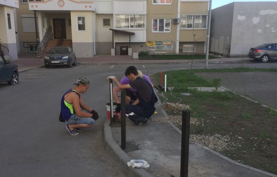 Защитные столбики на тротуарах ЖК Суворовского