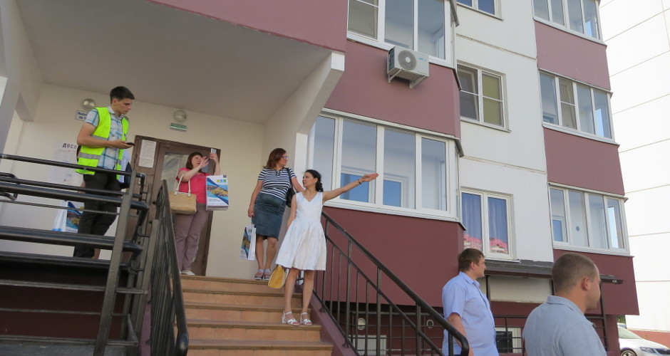 Вид на подъезды Суворовского