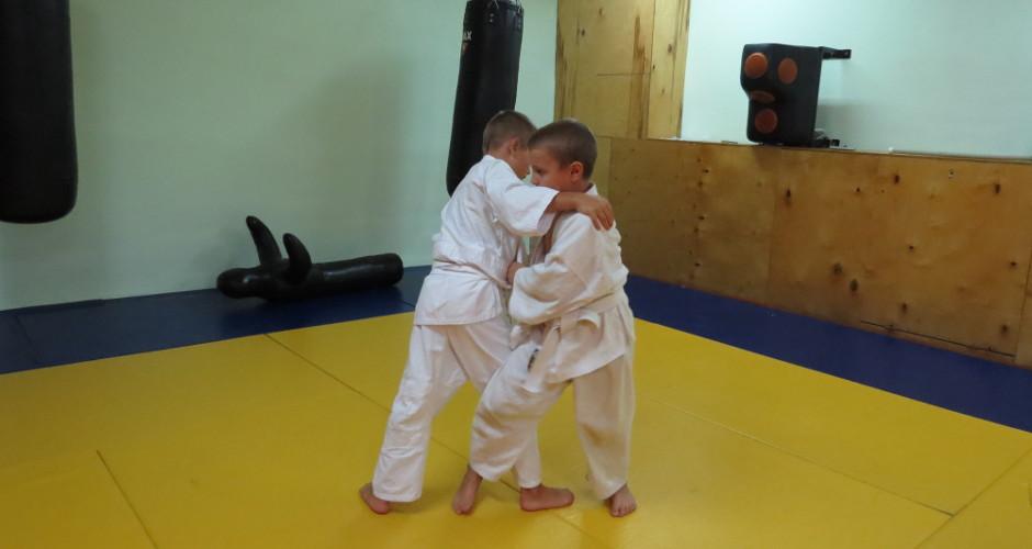 Дети тренируются
