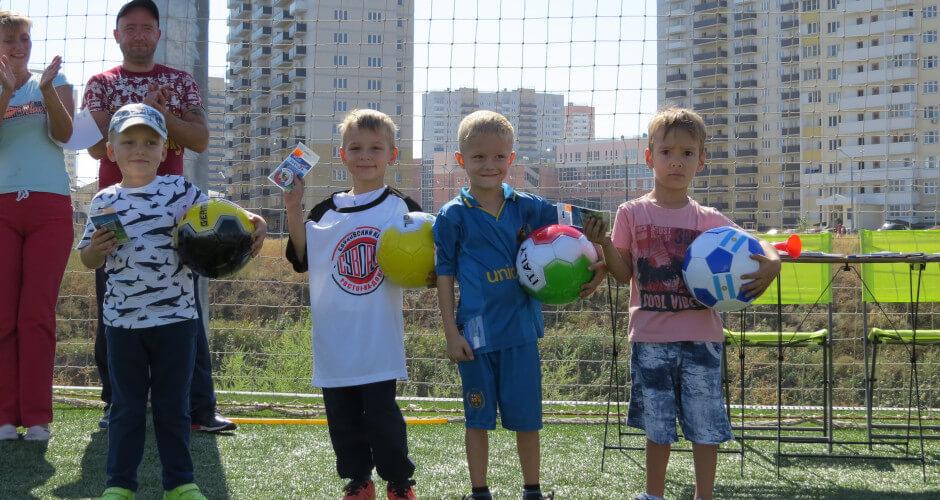 Фото детей на спортивном празднике в ЖК Суворовский