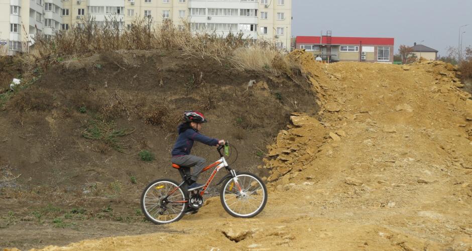 Вид на велотрассу Суворовского