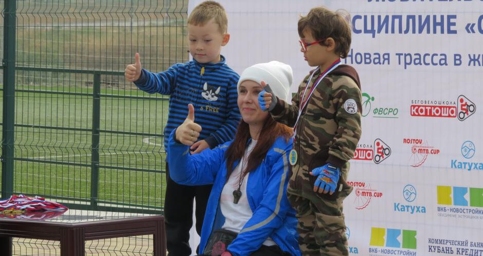 Спортсмен малыш ставит лайк