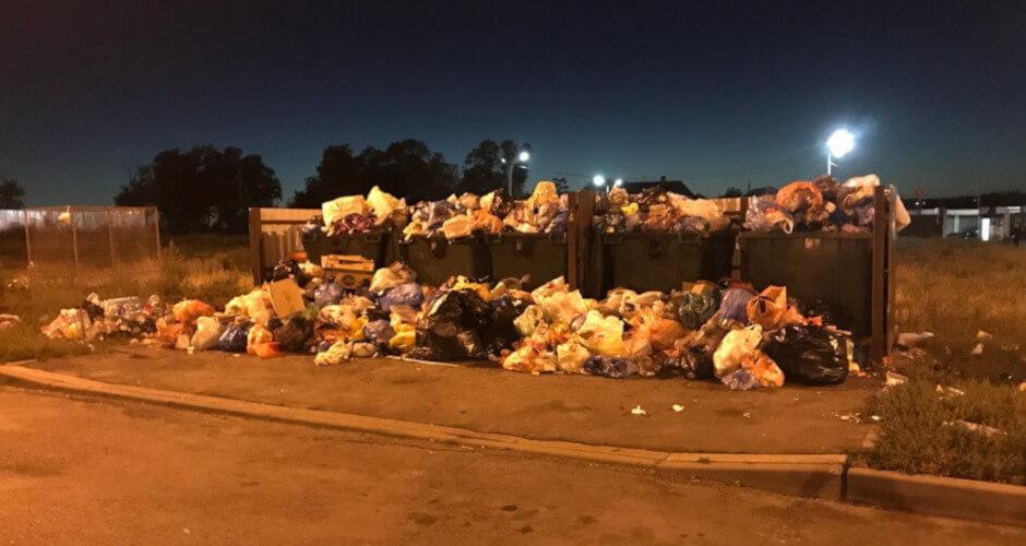 Невывезенный мусор на территории ЖК Суворовский