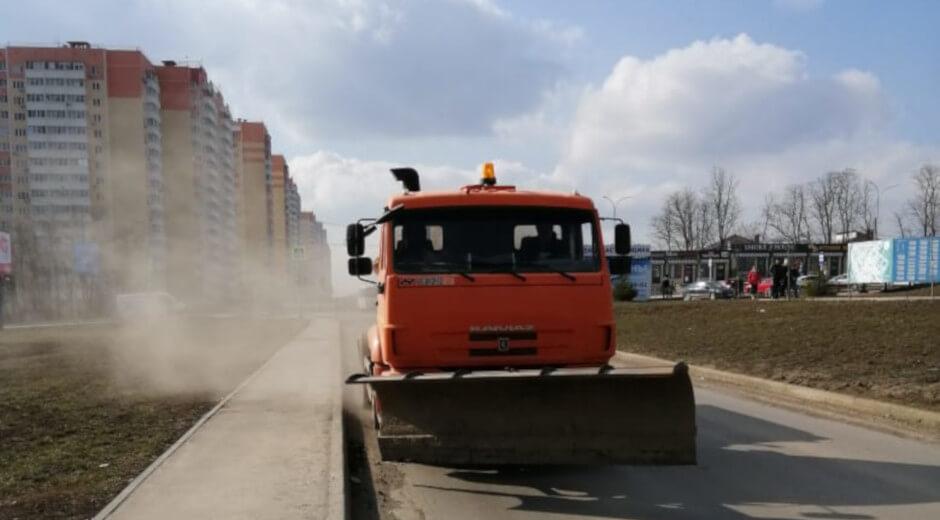 Уборка на улицах Вавилова и Петренко в ЖК Суворовский