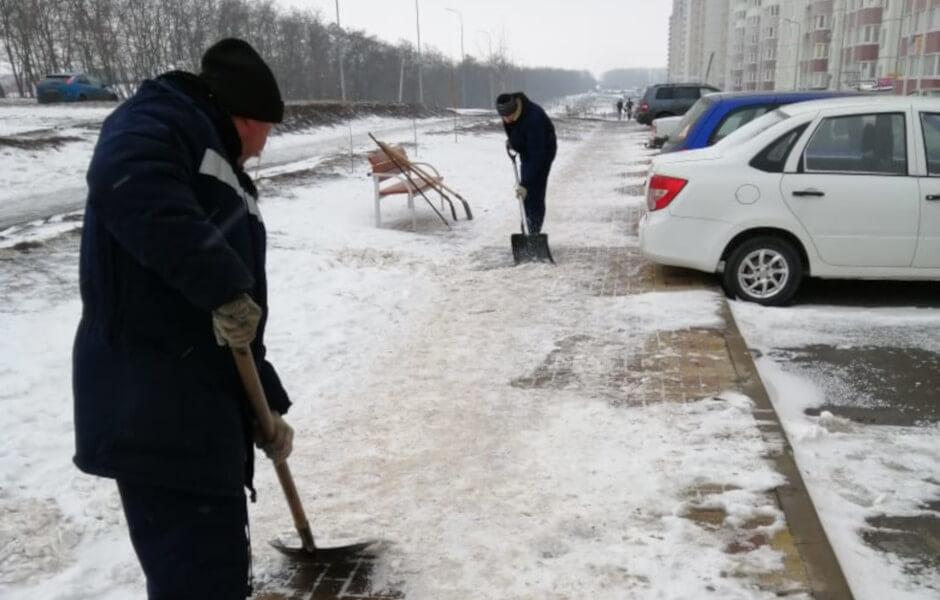 Уборка наледи в Суворовском