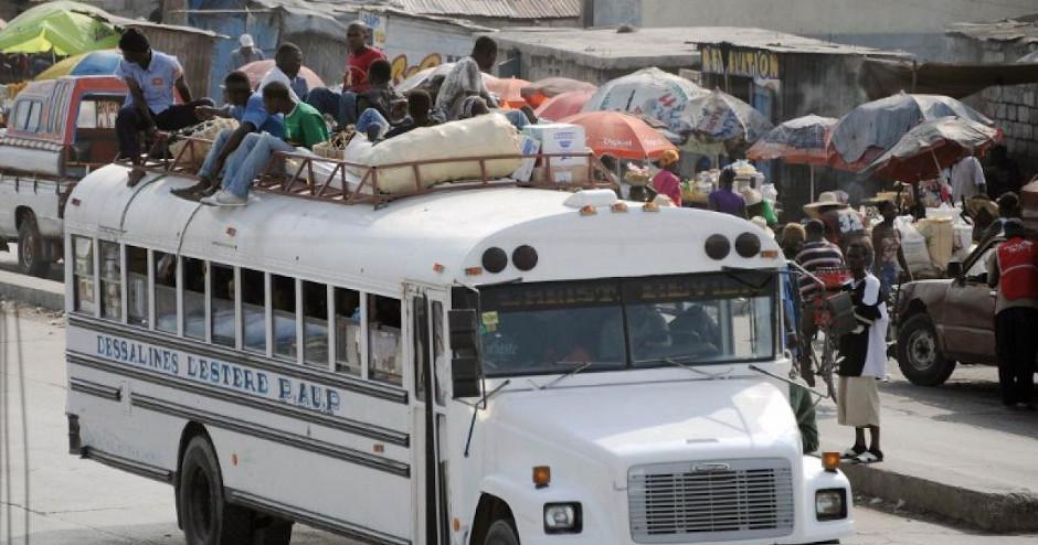 Автобус в Конго, Африка.