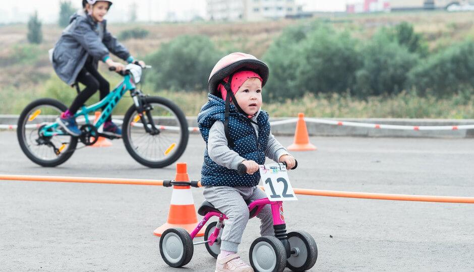 Ребенок на беговеле в ЖК Суворовский