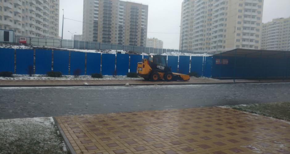 Уборка первого снега 2019 в ЖК Суворовский. Вид 2.