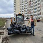 Субботник в ЖК Суворовский 3 апреля 2021 года. Кадр 1.