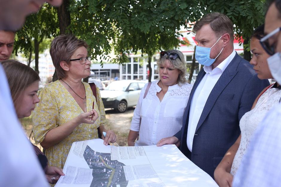 Выездная встреча по транспорту в ЖК Суворовский от июля 2021. Фото 1.